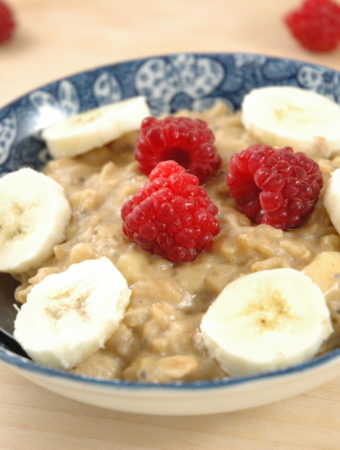 Bananen-Erdnuss Porridge