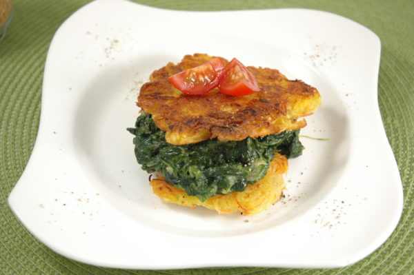Gemüsepuffer-Burger mit Käse-Spinat Rahm